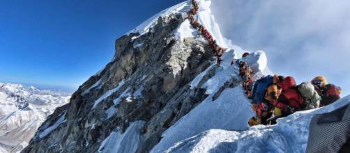 Fallecen seis personas en el Everest a causa de los atasco