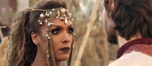 Jezabel tenta impedir que Queila e Barzilai fujam juntos. (Reprodução/Record TV)