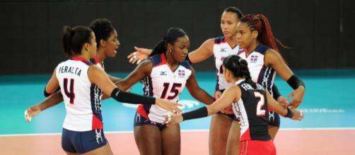 La gioia delle atlete dominicane dopo un punto via fivb.com