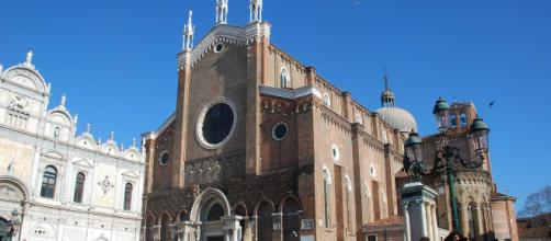 Venezia, cadavere ritrovato a terra vicino la Basilica di San Giovanni e Paolo: probabile suicidio