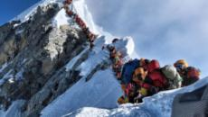 Aumenta o número de alpinistas mortos no monte Everest superlotado