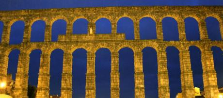 The aqueduct in Segovia is one of the best-preserved examples of Roman architecture. [Image: Arian Zwegers/Flickr]