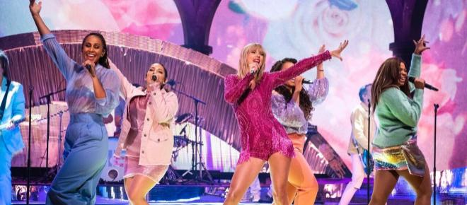 Taylor Swift: la teoría de los colores azul y rosa podría ser el tema de su próximo disco