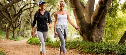 Caminhada pode trazer inúmeros benefícios para saúde. (Arquivo Blasting News)