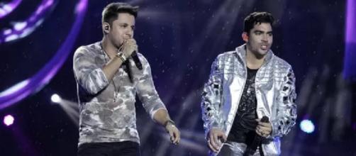 Gabriel Diniz e Cristiano Araújo em show. (Arquivo Blasting News)