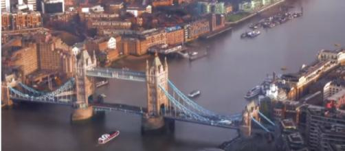 Cleaning up the Thames for good. [Image source: Energy Live News/YouTube]