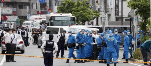 Tokyo, terrore alla fermata del bus: uomo accoltella bimbe, due morti