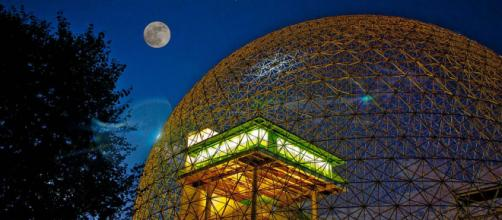 Biosphere of Montreal by night. [Image Hamidreza/Wikimedia Commons]