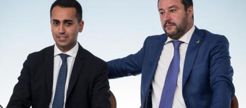 Di Maio chiede una nuova fiducia agli iscritti e Salvini minaccia il voto.