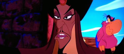 Jafar y Iago planean derrocar al Sultán para alzarse con el control de Agrabah