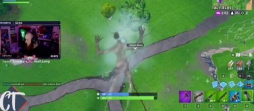 He stayed invisible for more than six seconds. [Image source: CT Fortnite/YouTube]