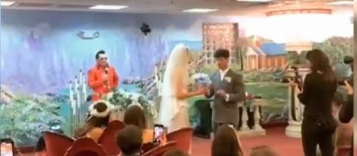 """Joe Jonas & Sophie Turner GET MARRIED in Vegas by """"Elvis"""" - Watch Their Wedding Vows. [Image source/Shine On Media YouTube video]"""