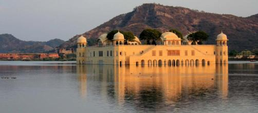 Jal Mahal - a partially submerged palace in Jaipur, India. [Image Arian Zwegers/Flickr]