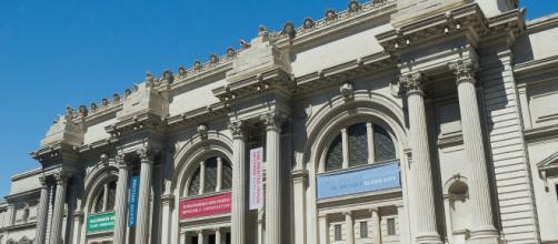 Metropolitan Museum of Art facade. (Image source: Carlos Delgado/Wikipedia Commons)
