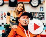 """Toro Seduto durante le riprese del video """"Maschere"""" a Gallarate presso l'Hot Road 50's Diner"""