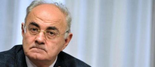 Elio Lannutti infuriato con Corrado Formigli