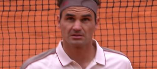 Roger Federer is into the 4th-round of the 2019 French Open. [Image source: France tv sport/ YouTube]