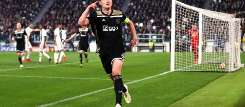 De Light festeggia dopo il gol contro la Juventus