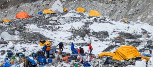 Mount Everest's garbage problem. [Image source - That's A Great Deal / YouTube video]