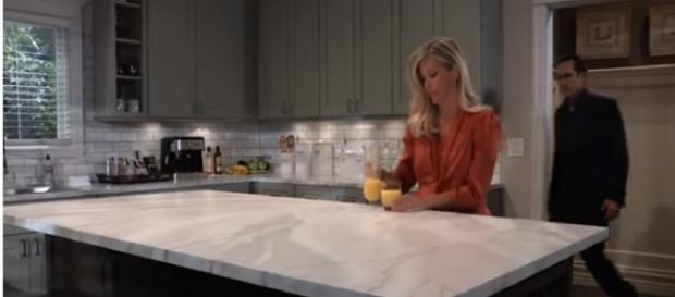 In the next episodes of 'General Hospital,' Carly goes to hospital. [Image Source: GH/YouTube]