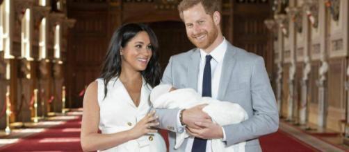 Le prime foto ufficiali del Baby Sussex