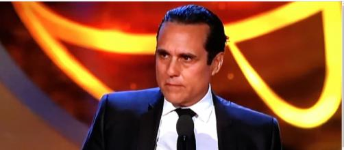 Maurice Bernard wins his first Daytime Emmy. [Image Source: Daytime Emmy's-YouTube]