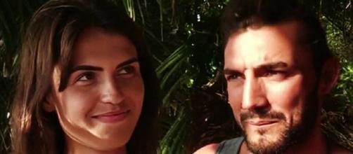 Sofía Suescuen y Logan coquetean en el plató de SV 2019