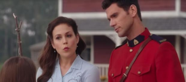 Elizabeth Thornton offered her introduction to new Mountie, Nathan Grant on 'When Calls the Heart.' [Image source: HallmarkChannel-YouTube]