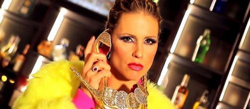 Michelle Hunziker diventa una trapper: il suo brano spopola sul web (VIDEO)
