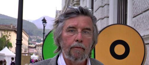 Piero Sansonetti propone l'abolizione del reato di apologia di fascismo