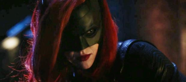 """The CW Network has announced that they have ordered """"Batwoman"""" to series. [Image Credit] All Scenes/YouTube"""