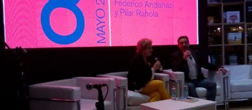 Pilar Rahola con Federico Andahazi