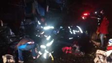 Acidente entre ônibus de turismo e cinco carros deixa dez mortos em rodovia de SP
