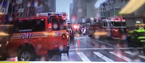 New York, elicottero si schianta contro un grattacielo
