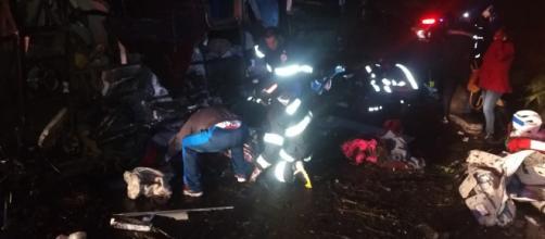 Acidente provocou 10 mortes e deixou 51 pessoas feridas. (Divulgação/Bombeiros)
