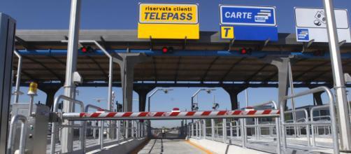 Autostrade, da luglio potrebbero aumentare le tariffe, ma il governo cerca un'intesa.
