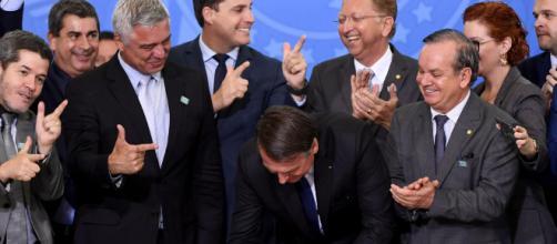 Bolsonaro conta com apoio de apoiadores para cumprir promessa de campanha sobre armas. (Arquivo Blasting News)