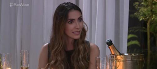 Mulher se mostrou irritada com a surpresa promovida pelo namorado. (Reprodução/ Rede Globo)