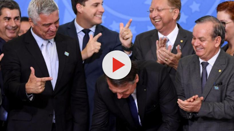 Bolsonaro pede apoio popular sobre decreto de armas: 'cobrem os senadores de seu estado'