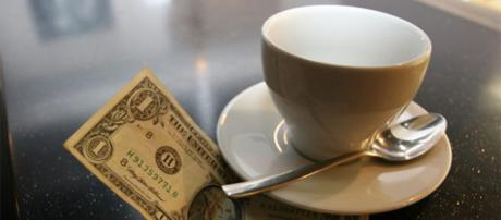 Ordina un caffè e prova a rubare le mance