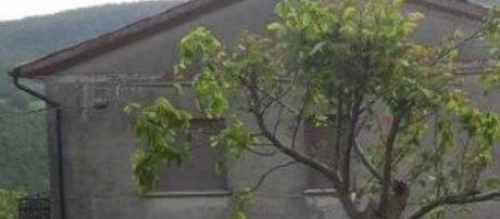 Pesaro, per più di 40 anni si è nascosta in casa: morta la 'donna fantasma' | fanpage.it