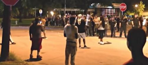 Protesters in Memphis reportedly hurl rocks at officers, injuring 25. [Image source: Daily Mail / YouTube screencap]