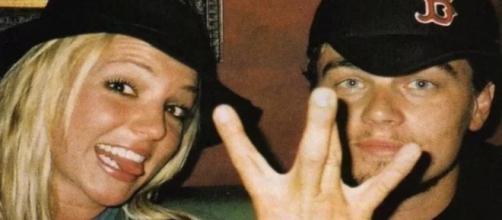 Britney Spears e Leonardo DiCaprio em foto descontraída. (Reprodução/Instagram/@britneyspears)