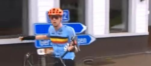 Nathan Van Hooydonckx furioso con l'assistenza neutra