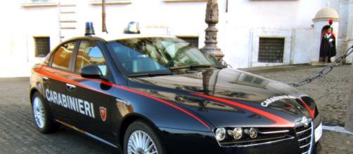 Roma, due persone trovate carbonizzate in un'auto a Torvajanica: si indaga