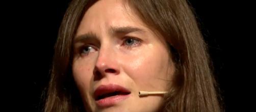 Amanda Knox in lacrime a Modena: 'Su di me costruita una storia falsa, inchiesta contaminata'.