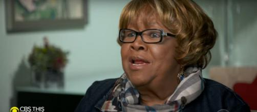 Mavis Staples sang stronger than ever on 'Saturday Sessions' and even sang for Anthony Mason. [Image source: CBSThisMorning-YouTube]