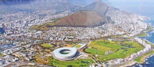 Un empleado recibe 29.000 euros por ayudar a una clienta en Ciudad del Cabo.