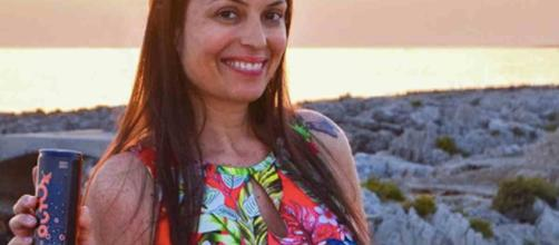 La showgirl Sara Tommasi ha annunciato la gravidanza, ma Dagospia non le crede: puzza di 'caltagironata'.