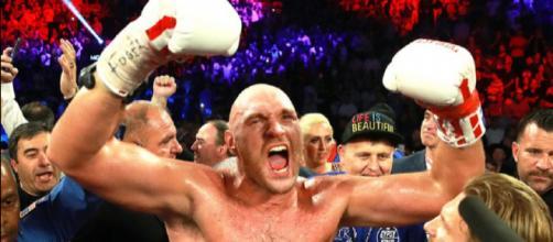 L'esultanza di Tyson Fury dopo la facile vittoria su Tom Schwarz